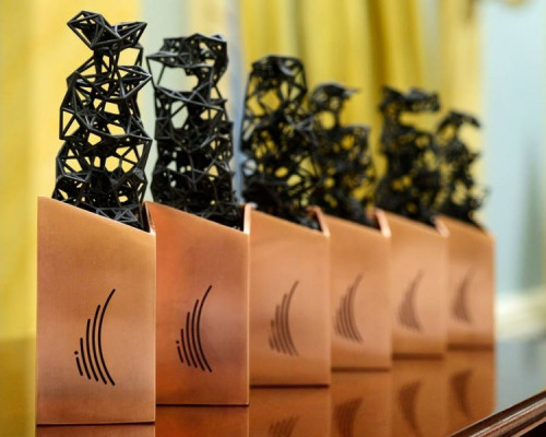 The in-plant at Algonquin College used its MakerBot 3D printer to produce models for the Governor General Innovation Awards for a local design firm.