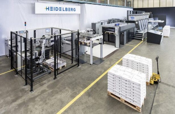 Heidelberg showcases as a world premiere the automated workflow from PDF to stacked folded sheets for the first time.