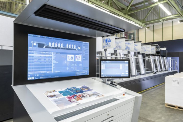 The Speedmaster XL 106-8+P+L 2020 generation has everything needed to systematically harness the performance of the press. Operator navigation reaches a new level with further intelligent assistance systems and the use of artificial intelligence.