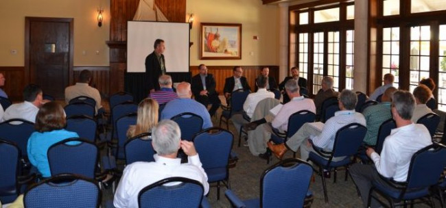 IPG Editor Bob Neubauer moderates a panel discussion featuring four managers whose in-plants have already added inkjet presses.