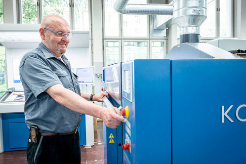 Bernd Eckhardt is delighted with the technical features of the Rapida 75 PRO.
