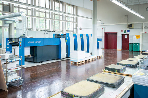 There are many opportunities at the vocational school, from manual ink mixing to print production with in-line finishing.